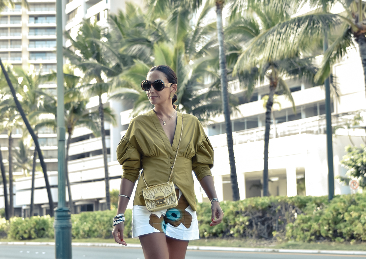 11-el-blog-de-silvia-curiosidades-hawaii-top-mostaza-short-blanco