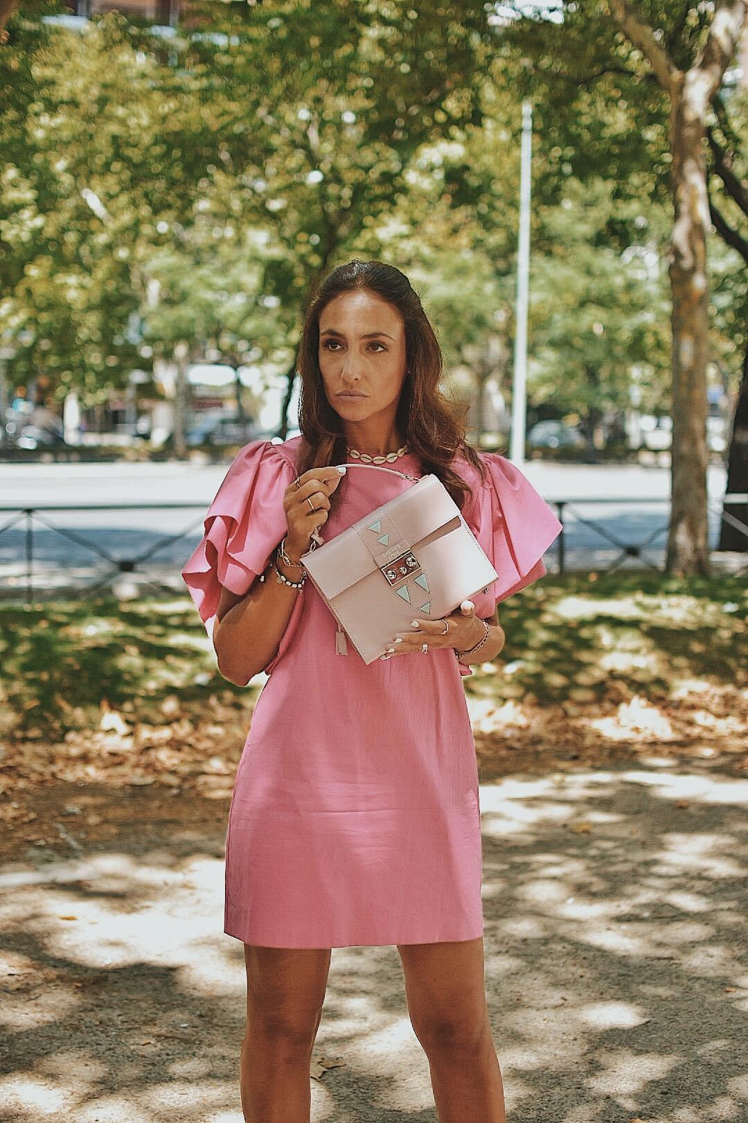 el-blog-de-silvia-vestido-corto-rosa-mangas-farol