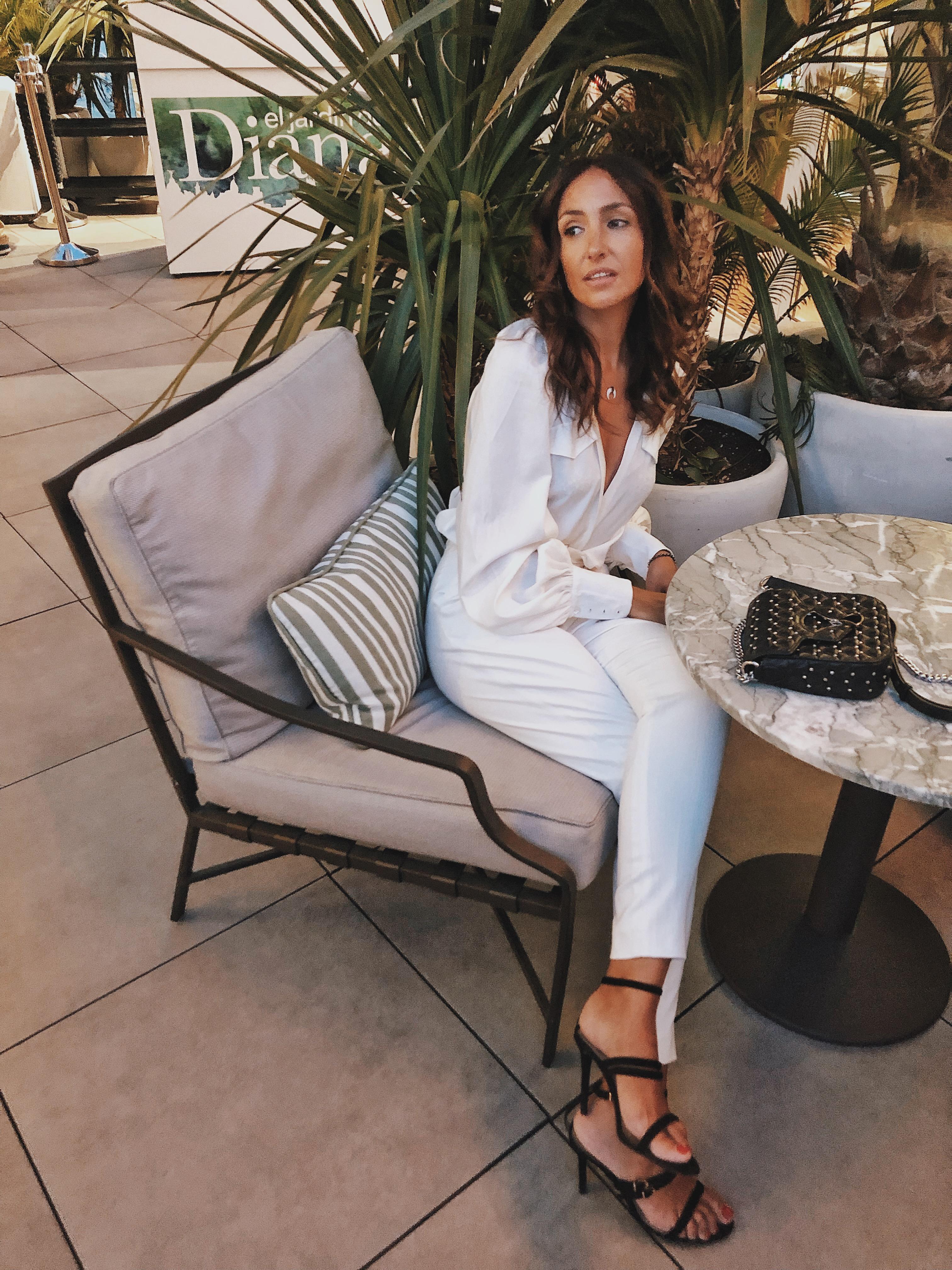 el-blog-de-silvia-total-look-blanco-sandalias-negras