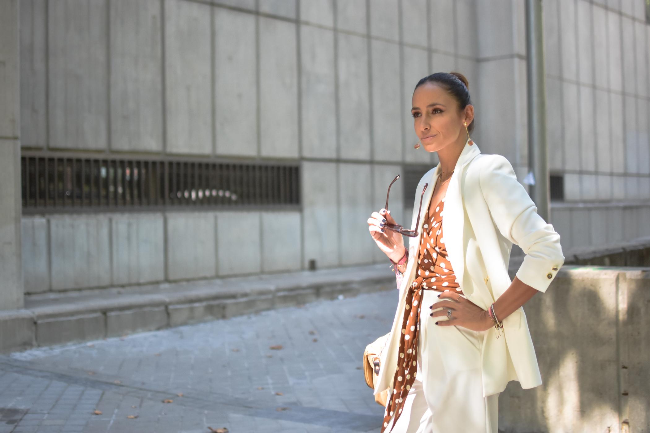 el-blog-de-silvia-traje-chaqueta-mujer-blanco-pintini