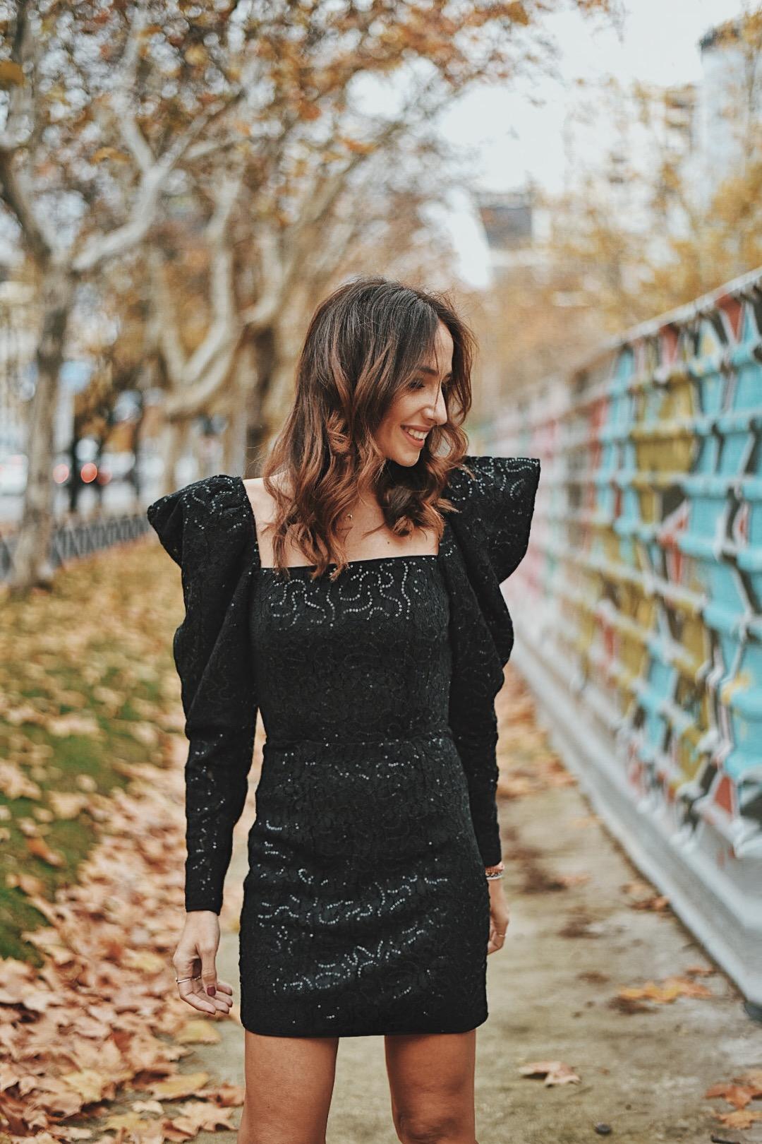 el-blog-de-silvia-look-invitada-vestido-corto-lentejuelas-boda-invierno