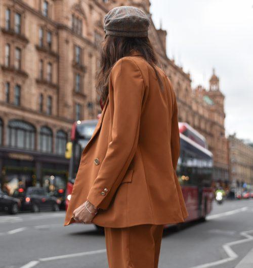 Con un traje PINTINI por Londres